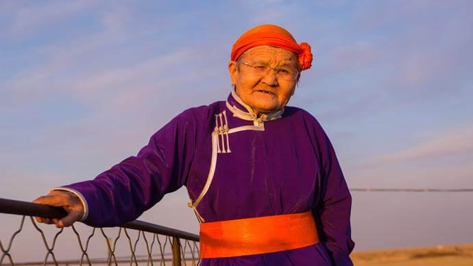 """""""三千孤儿入内蒙""""六十年:上海娃娃、草原儿女、国家孩子"""